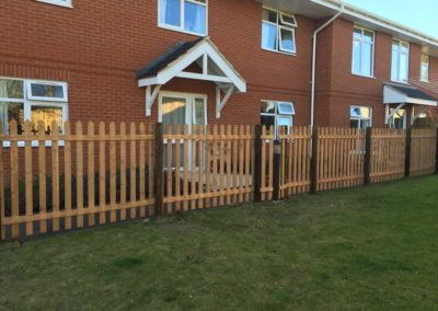 Domestic picket fencing